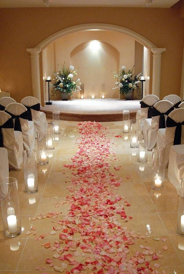 Star In Your Own Hily Ever After With A Wedding At The Planet Hollywood Resort S Chapel Take Vows Center Stage