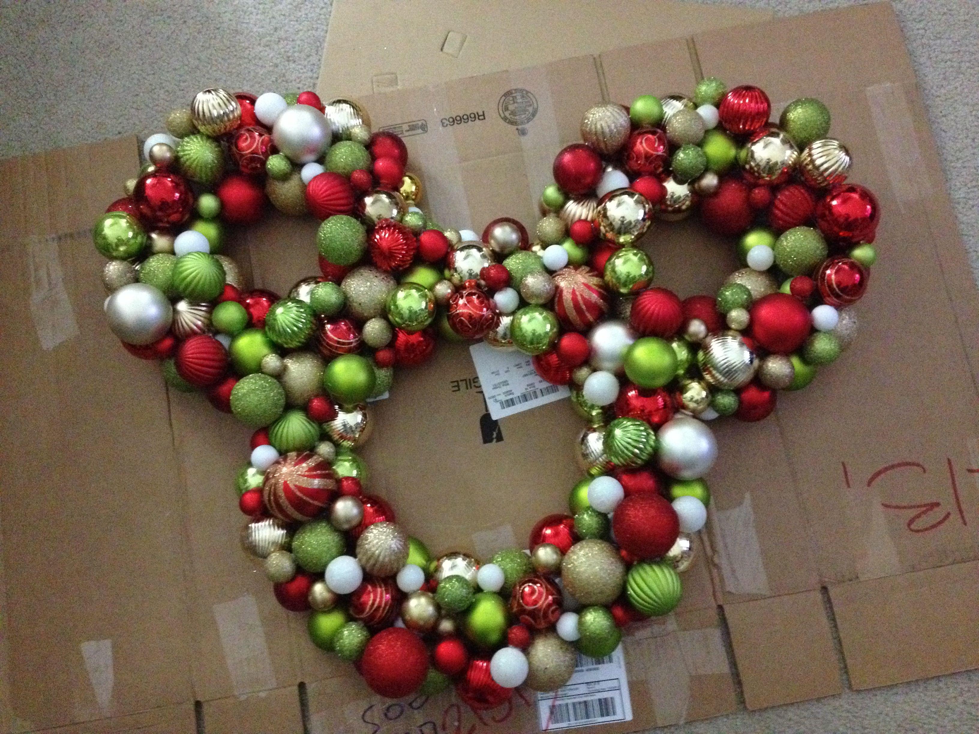 Pin By Carole Engler On Diy Disney Christmas Crafts Disney Christmas Decorations Christmas Wreaths