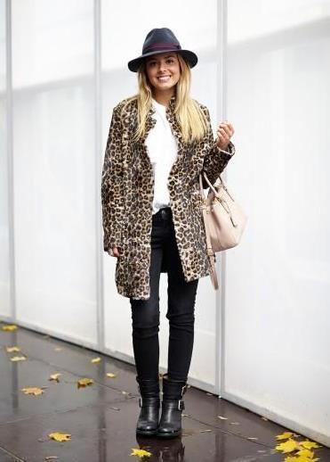 Leopard coat, black hat // Street style