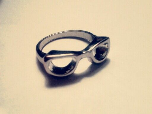 Adorable glasses ring!! Love it.