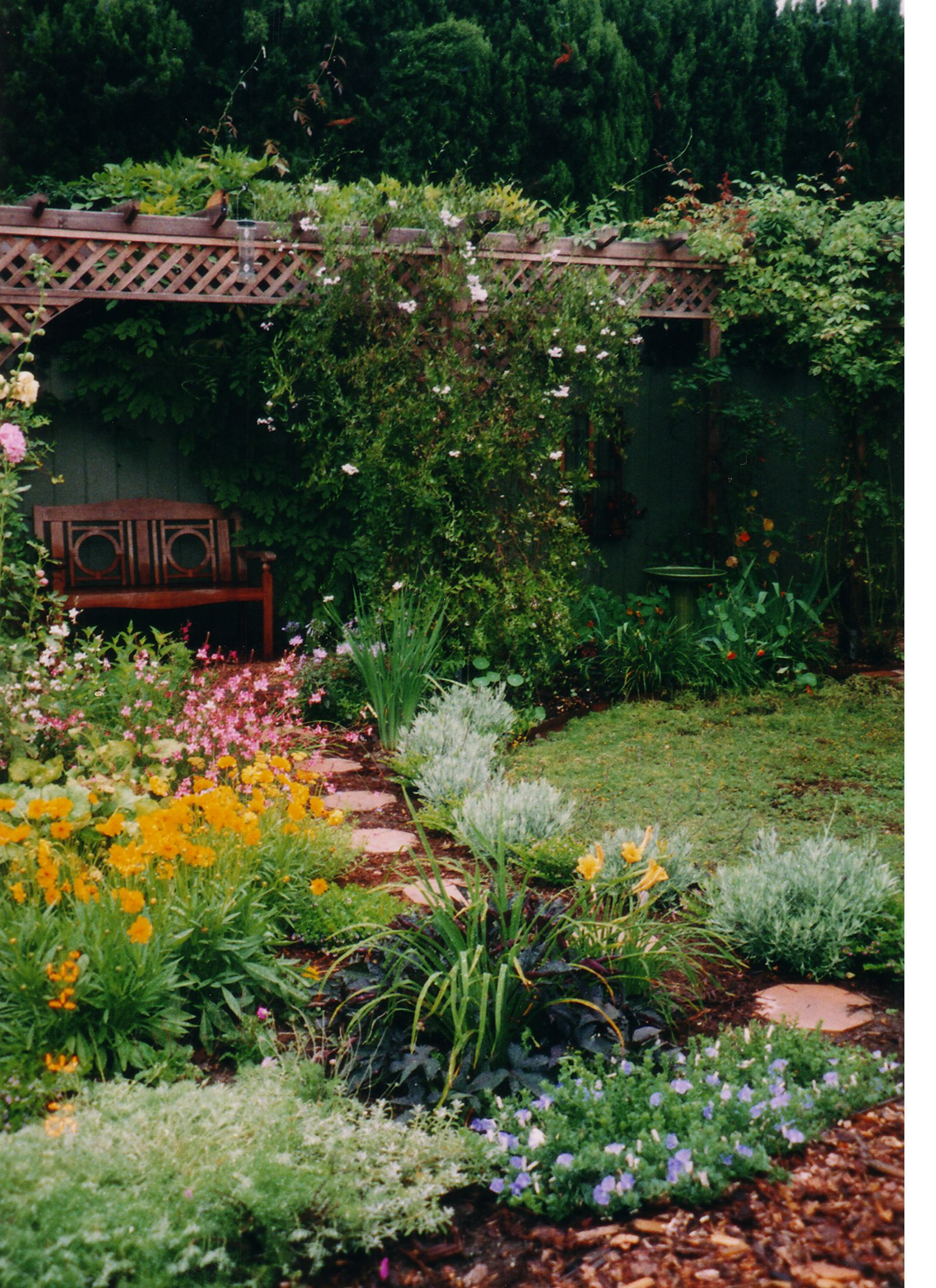Backyard design ideas backyard vegetable gardens home for Idea paisajismo patio al aire libre