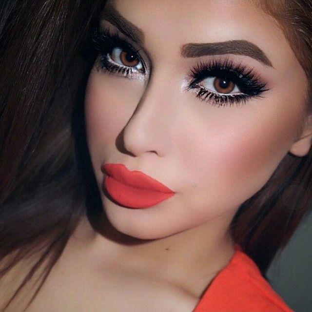 smokey eye makeup beautiful lipsstunning eyesbedroom