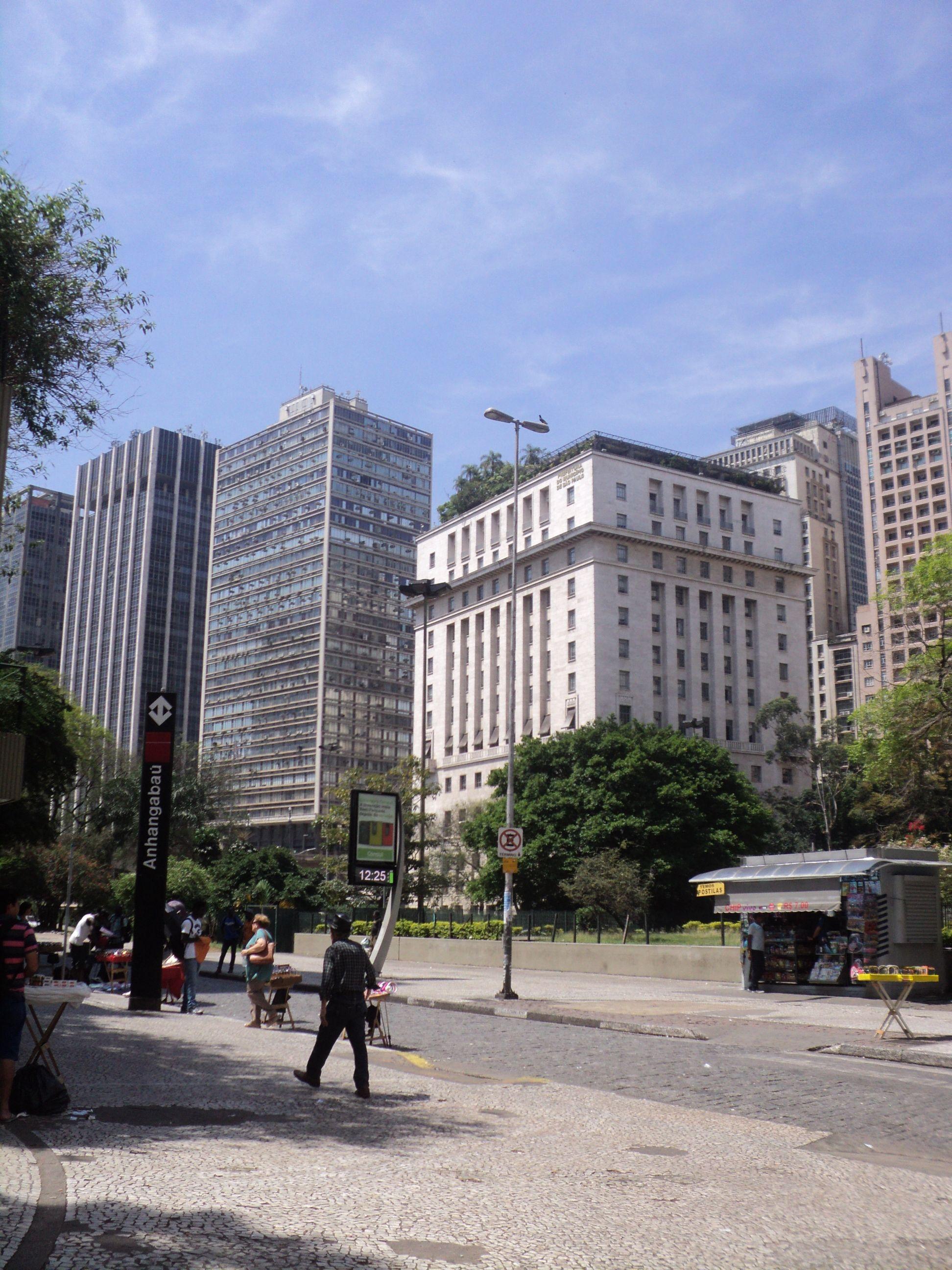 Da praça da Bandeiras se vê o prédio da Prefeitura - centro -SP