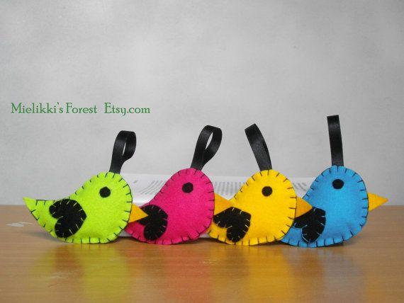Uccellini di feltro colorati. Set di 4 di MielikkisForest su Etsy