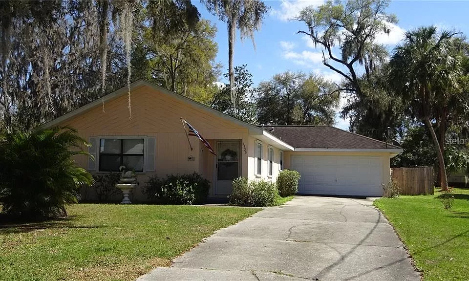 1325 Lakeshore Dr Inverness Fl 34450 Mls Om601273 Zillow In 2020 Fenced In Yard Zillow Flood Zone
