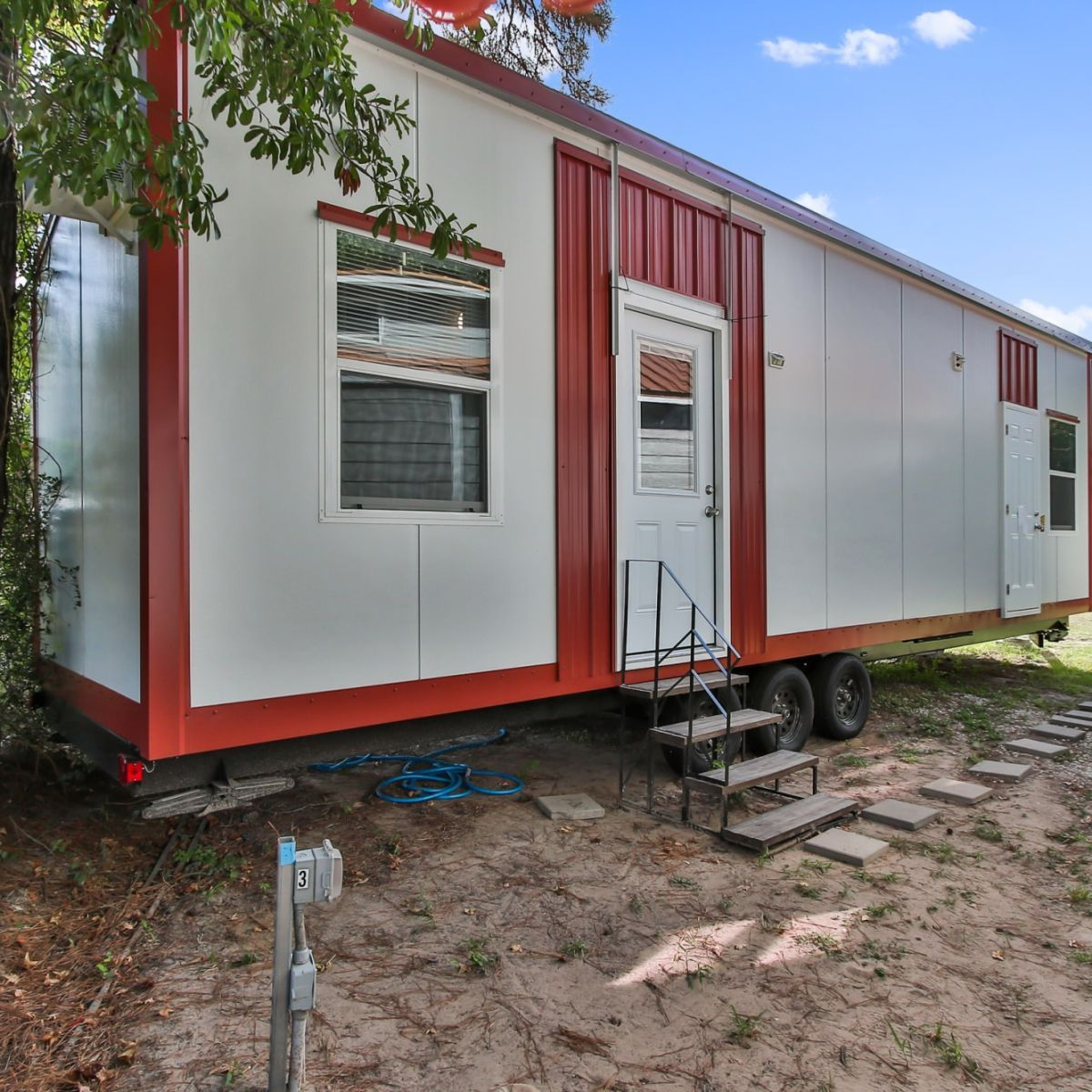 the big texas  34' tiny home with 2 ground floor bedrooms