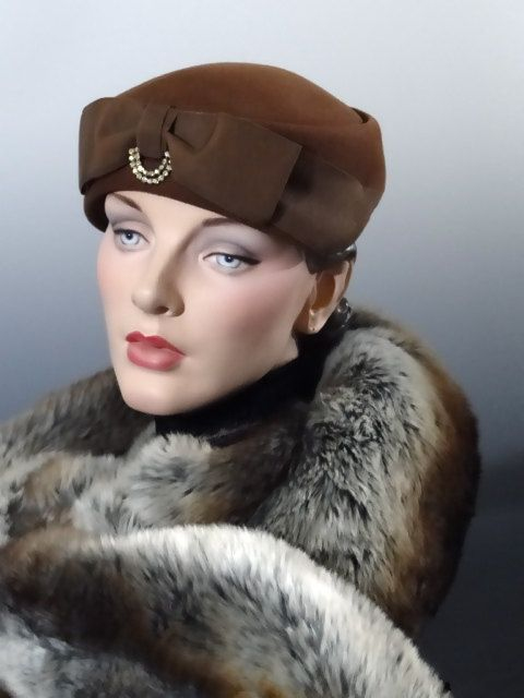 9ea4528cc79 Dark Brown Felt Hat Vintage Women s Toque Large Grosgrain Bow and  Rhinestone Trim 1940 s Accessories by SueEllensFlair on Etsy