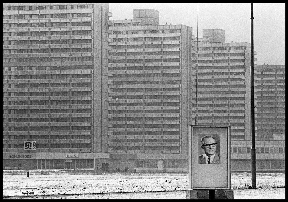 Pin By Nicolekarsten Herold On 建築物 East Germany East Berlin Berlin