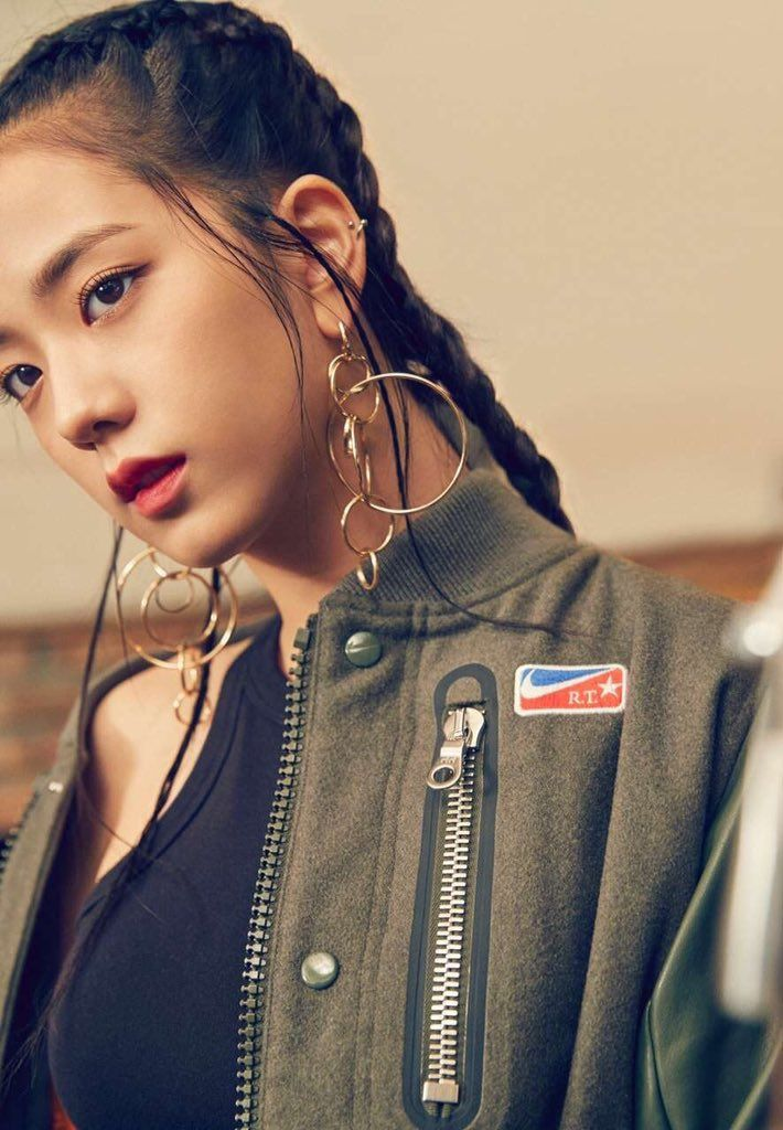 kim jisoo; hairstyle (boxer braids?), 100% in love with it ...