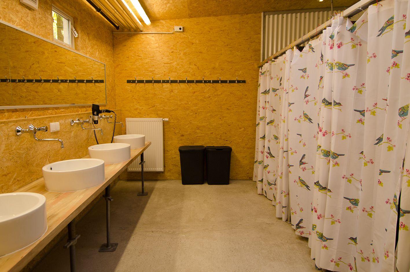 Hostel Bonn | BaseCamp - historische Wohnwagen in thematischer Gestaltung