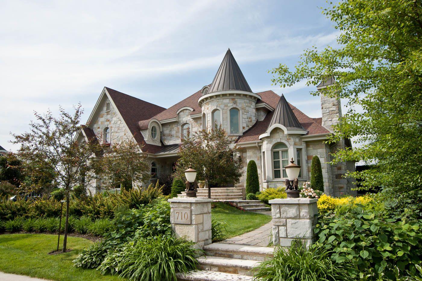 710 Rue Rostand Jacques Cartier Sherbrooke Maison A Etages Equipe Berube Cliquez Pour Plus De Photos Equipebe Maison A Etage Maison A Vendre Maison