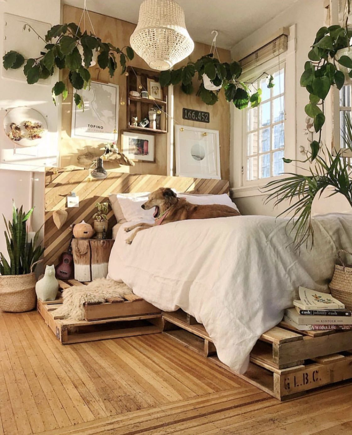 16 Relaxing Bedroom Designs For Your Comfort: 10 Awesome Small Bedroom Ideas To Optimize Your Tiny Space
