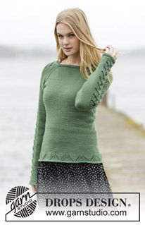 "Knitted DROPS jumper with raglan and lace pattern in ""Cotton"