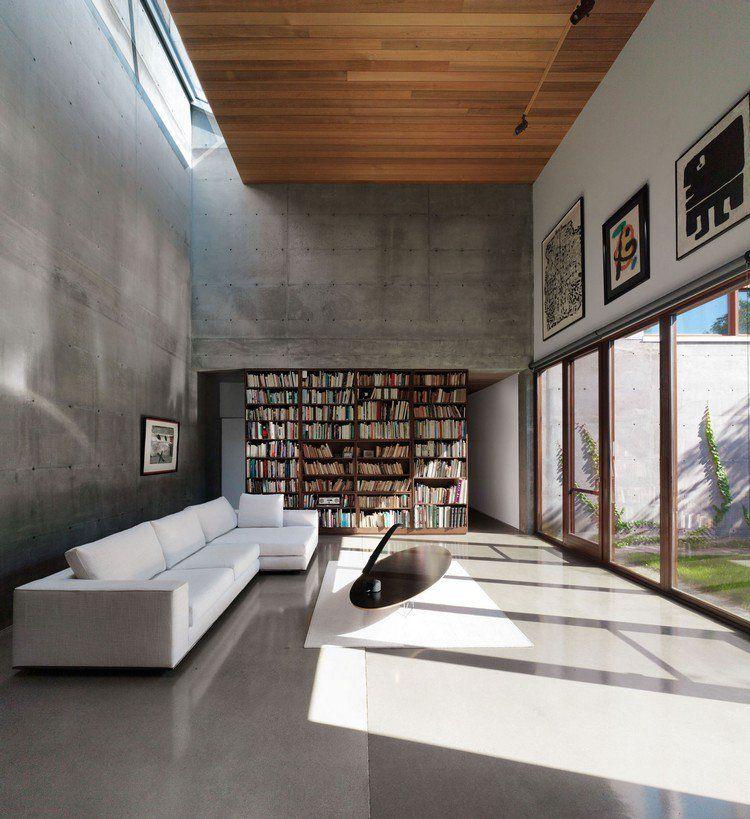 Tout savoir sur le b ton cir canap d 39 angle blanc neige mur en b ton banch plafond bois et for Salon blanc de blanc
