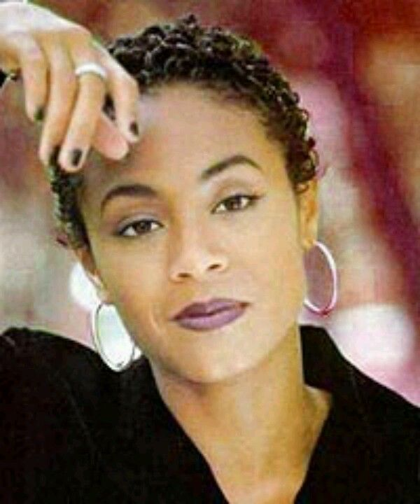 Back When Jada Pinkett Smith Wore Her Hair Short Thinking Real Hard About It Short Hair Styles Cute Hairstyles For Medium Hair Natural Hair Styles