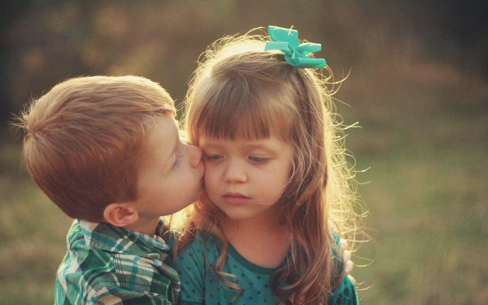 kids kisses wallpapers: Children Love Wallpapers