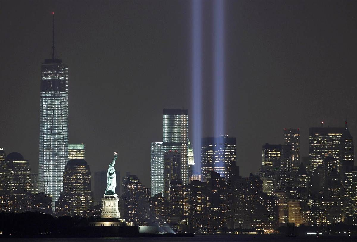 Marking The Th Anniversary Of Trade Centre - Two beams light new yorks skyline beautiful tribute 911