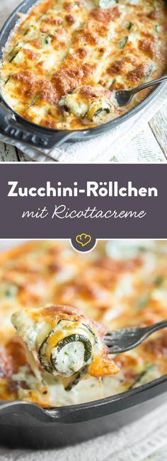 Röllchen ganz groß: Zucchini-Rollen mit Ricotta-Basilikum-Creme Die kleinen Röllchen aus Zucchini werden mit einer würzigen Creme aus Ricotta bestrichen, zusammengerollt und mit Mozzarella überbacken. Wir lieben es!Die kleinen Röllchen aus Zucchini werden mit einer würzigen Creme aus Ricotta bestrichen, zusammeng...