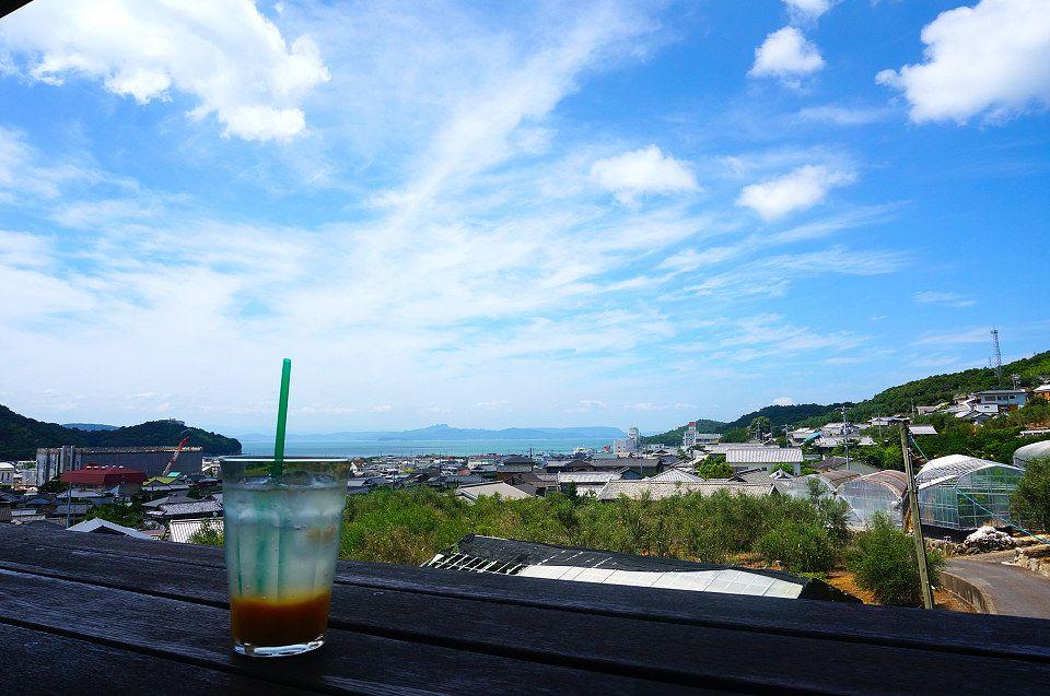 島の特等席!! 視覚・味覚で小豆島を感じとれる爽快なテラス