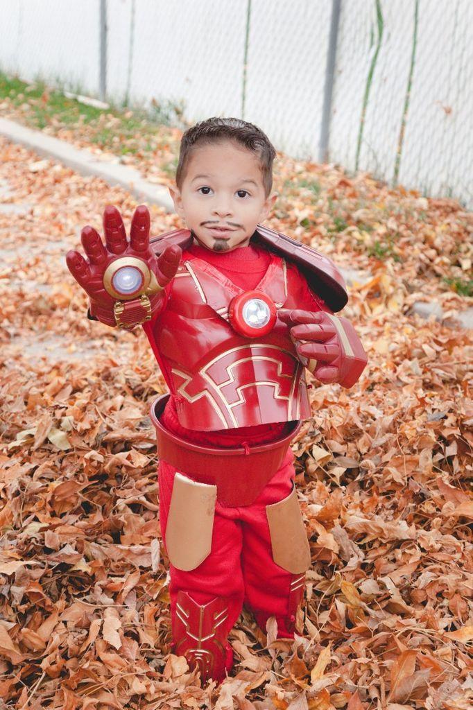 Iron Man Kostum Selber Machen Diy Idee Maskerix De Iron Man Kostume Halloween Kostum Selber Machen Kostume Selber Machen