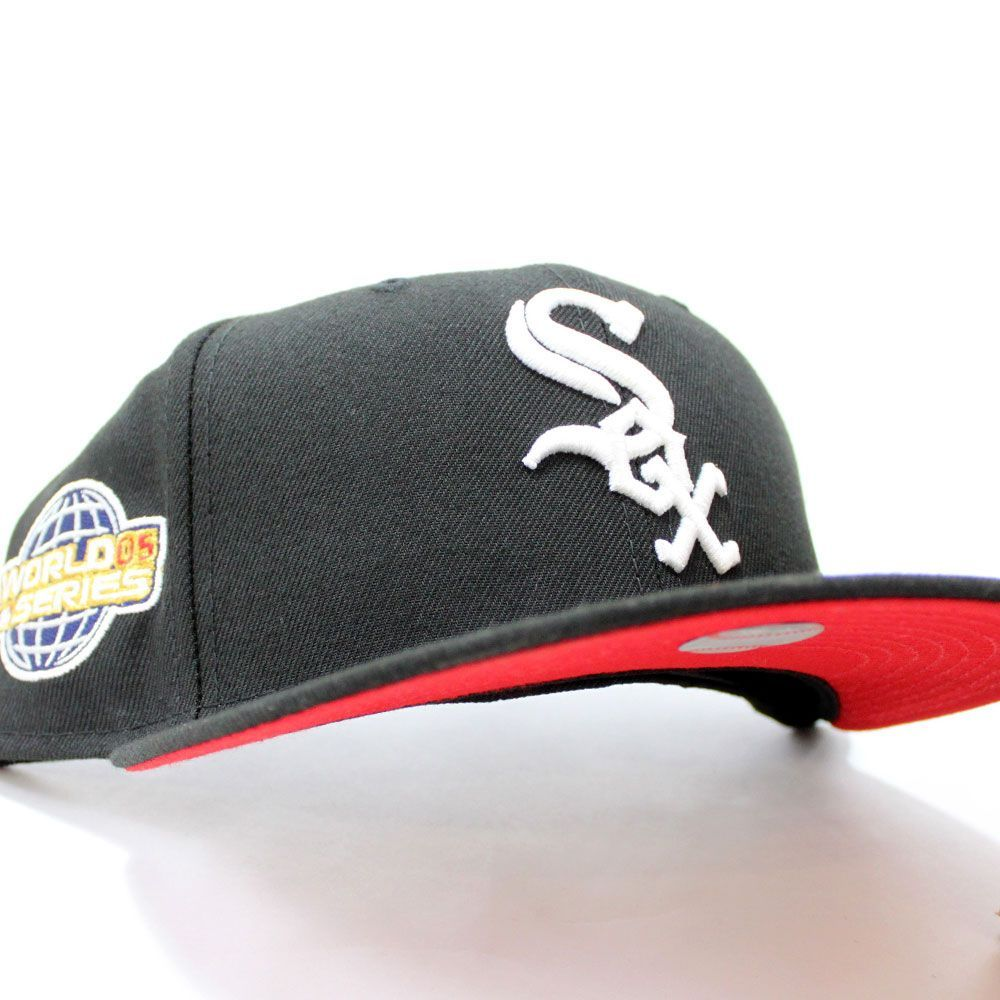 Chicagowhitesox 2005 World Series Fitted 59fifty Newerahat In Black Redbottom Ecapcity Fitted Hats Hats For Men New Era Fitted