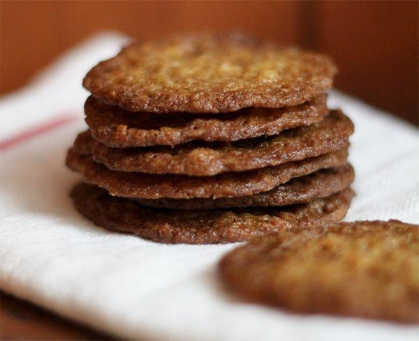 Dit koekje van From Away is niet supergezond, maar wel erg lekker. En ach, een iets minder gezondreceptje kan best een keertje!Wil je lactosevrije koekjes? Gebruik dan een boter op basis van...