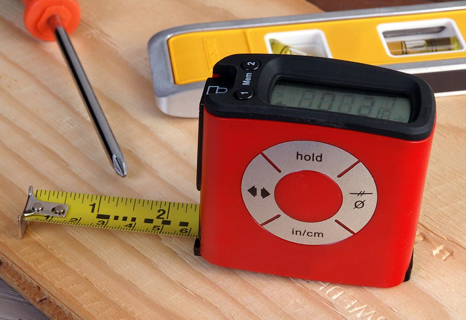 The Easiest To Read Digital Tape Measure Has An Lcd Screen That Makes It Faster And Easier Than Ever To Get Measurements Fro Tape Measure Sharper Image Digital