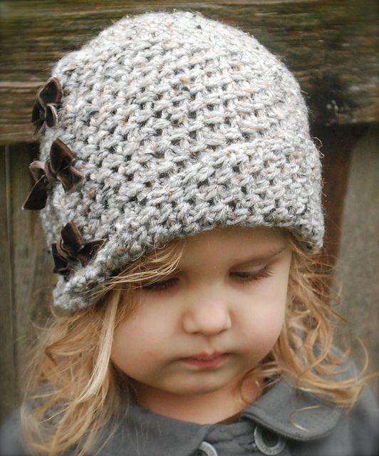 Tricot  bonnet fille avec petit noeuds