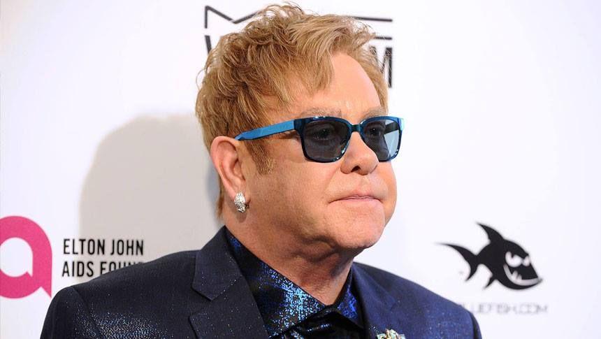 """""""É difícil acreditar que é a nossa 24ª festa do Oscar"""", disse Elton John no seu anual evento beneficente para sua Fundação AIDS. """"Lembro-me muito bem da primeira"""", acrescentou o cantor. """"Nós arrecadamos cerca de US$ 300 mil e achávamos que era a melhor coisa feita desde o pão de forma"""". #livepass"""