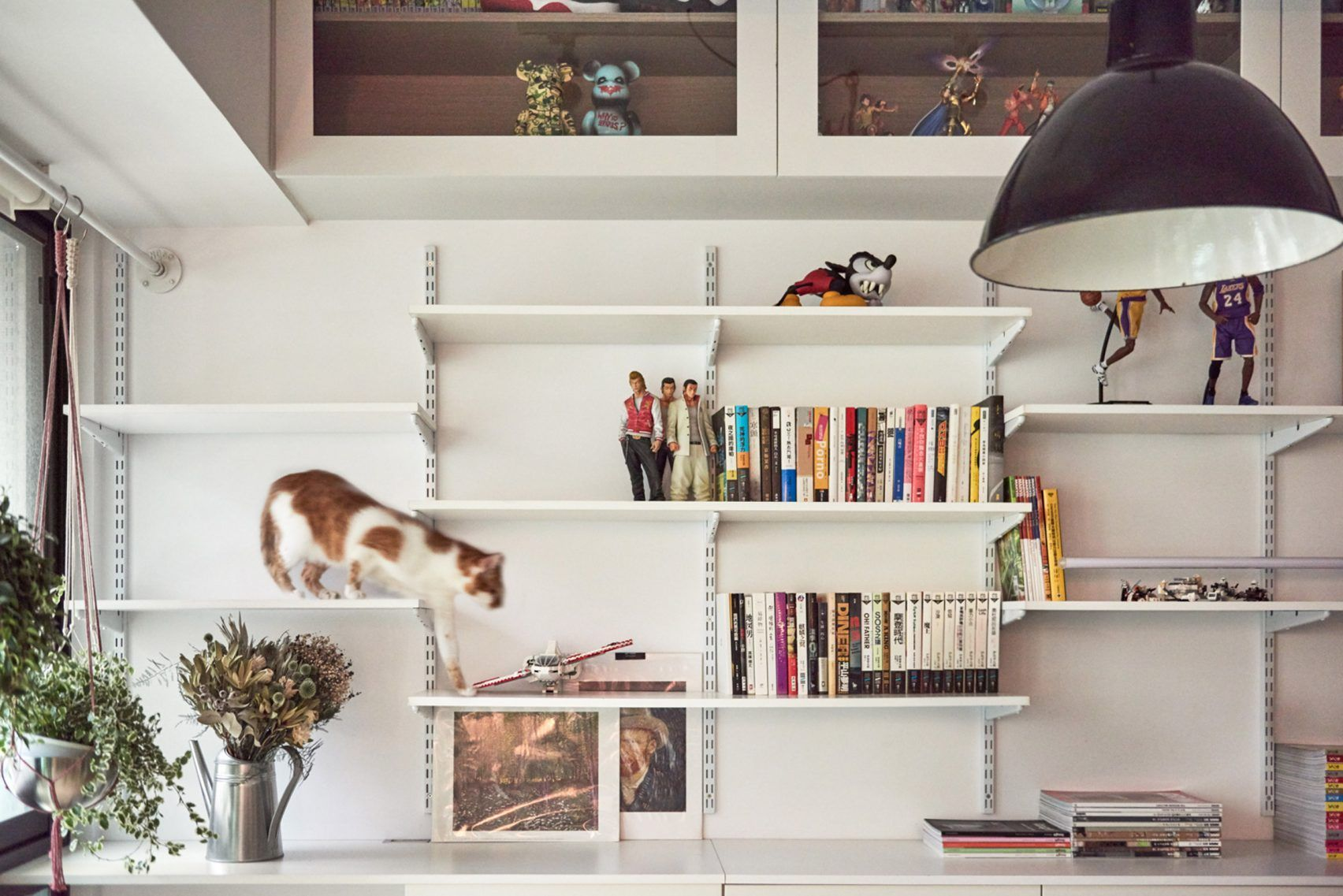 Taiwan apartt renovation gives owner and his cats room to play ...