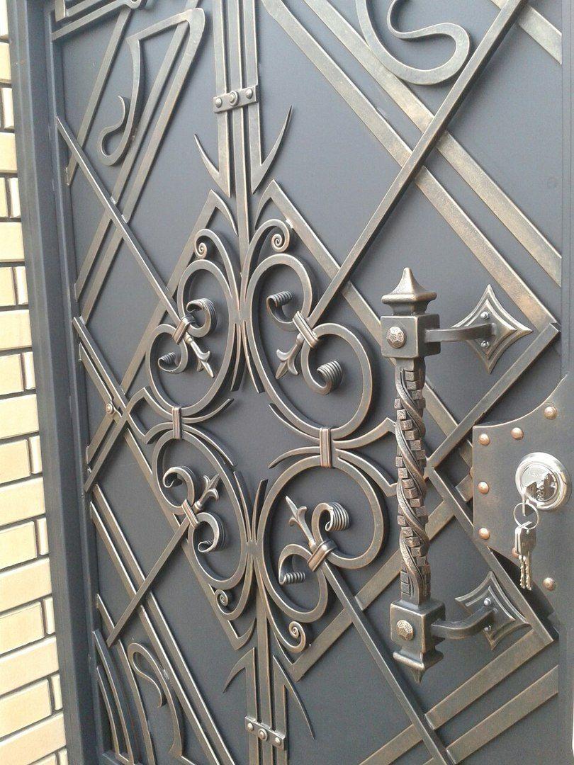 хромченко фото кованые узоры на ворота и двери стеклянные вазы подсвечники