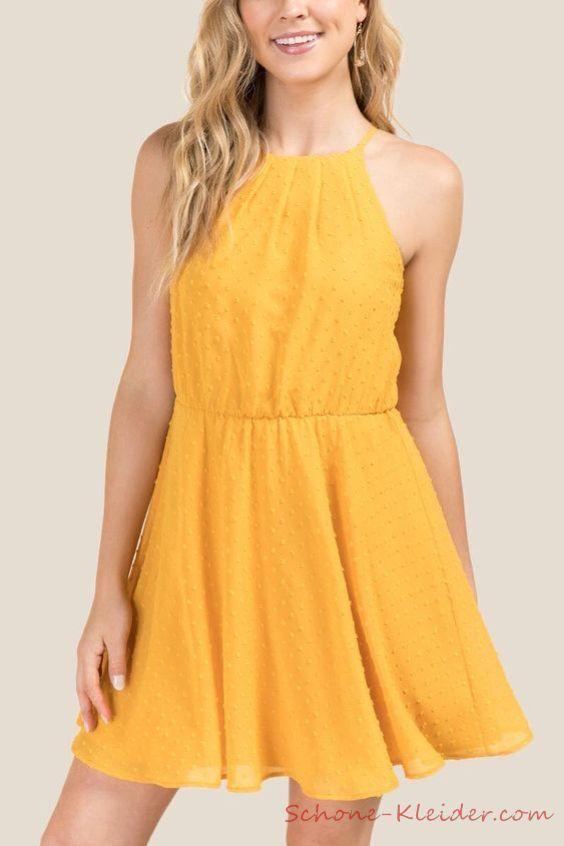 Perfekte Outfit mit Kurze A Linien Kleid, 2020 ...