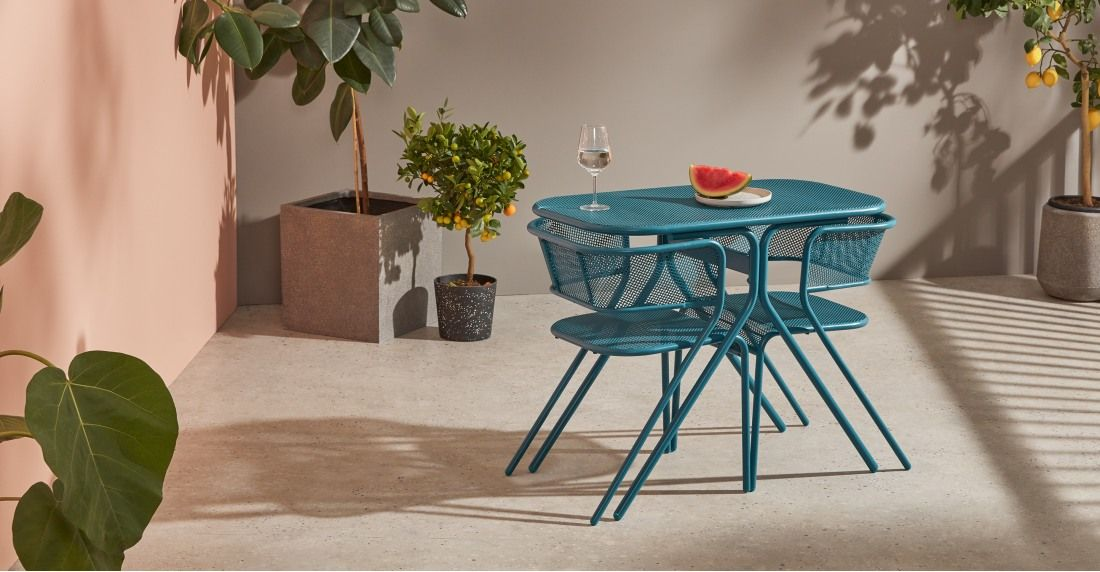 table et chaises de bistro