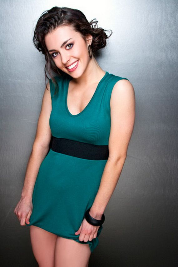 Kathryn McCormick with a weight of 53 kg and a feet size of N/A in favorite outfit & clothing style