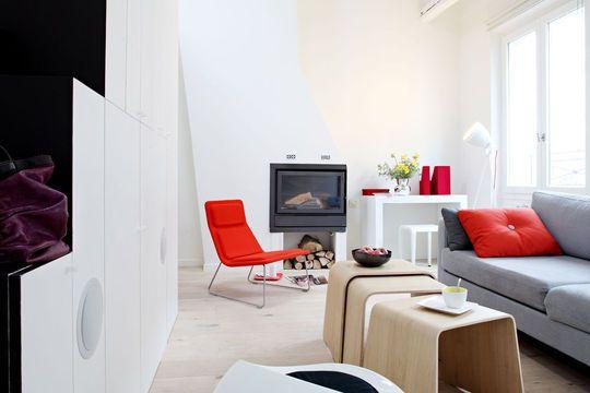 Fond blanc et touche de rouge dans les accessoires pour plus de - deco salon rouge et blanc