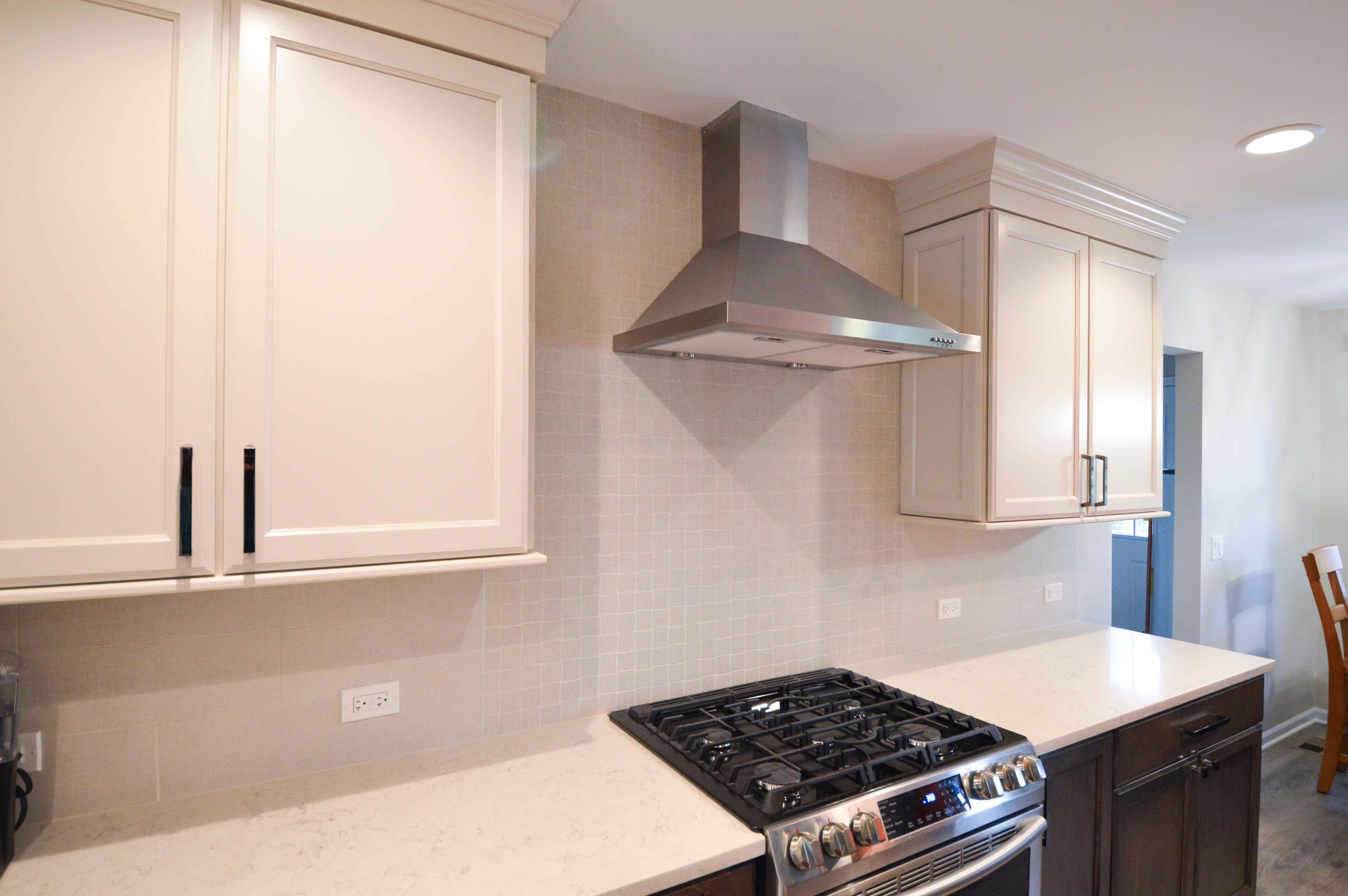 Stainless Steel Ventilation Hood In 2020 Kitchen Masculine Kitchen Brown Cabinets