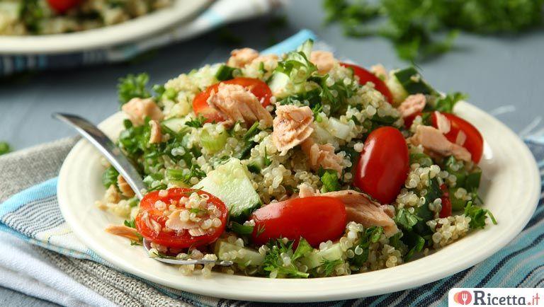 Ricette Quinoa Dietetiche.Insalata Di Quinoa Verdure E Salmone Ricetta It Ricetta Insalata Di Quinoa Alimenti Dietetici Idee Pasto Sano