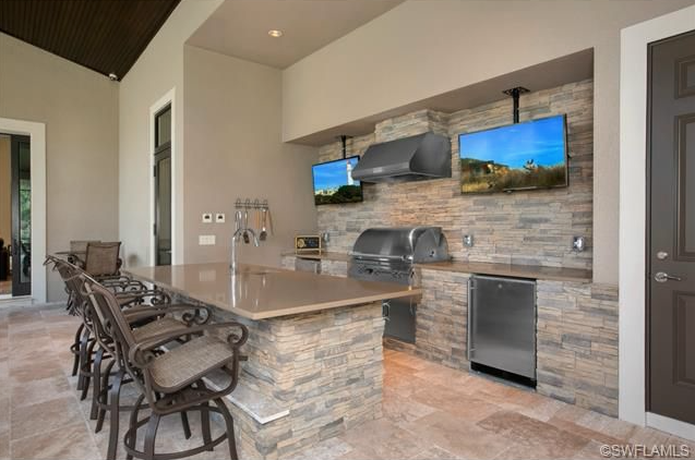 Lanai With Outdoor Bar Outdoor Kitchen Outdoor Rooms Outdoor Kitchen Bars
