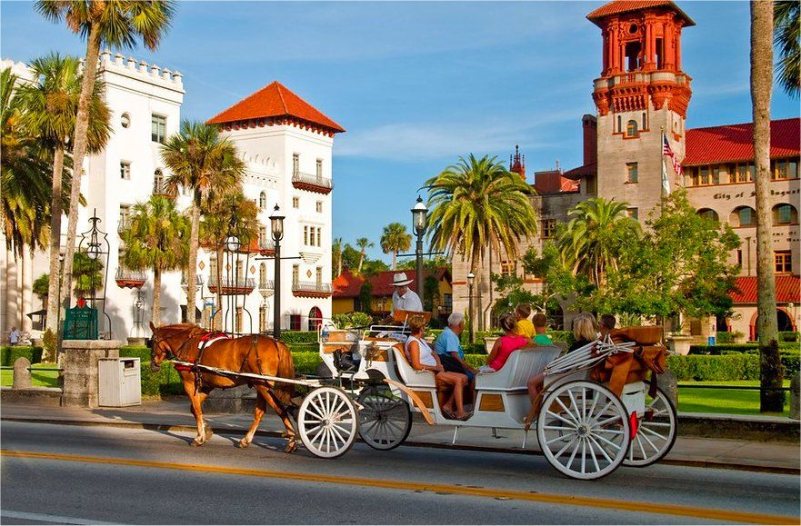 A Horse And Carriage Pes The Lightner Museum St Augustine City Hall Casa Monica Hotel In Historic