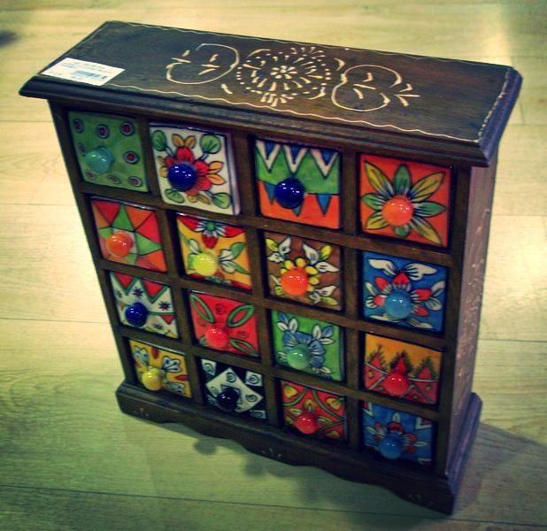 Joyero de madera con 16 cajones de ceramica pintados a - Muebles de madera pintados a mano ...