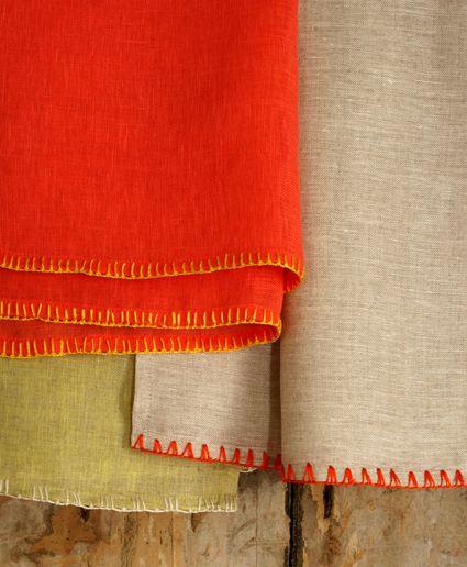 Que delicadeza aporta el bordado a una prenda,   unas pequeñas puntadas pueden lograr un look   artesanal y hermoso!        made with love ...