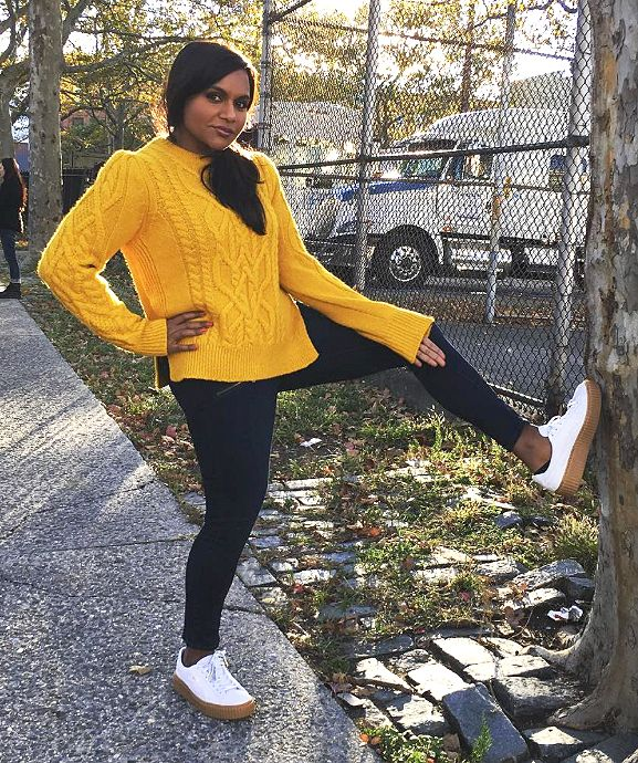 Fall Outfit Ideas  What to Wear With Leggings - Mindy Kaling in black  leggings 4bb7e4366