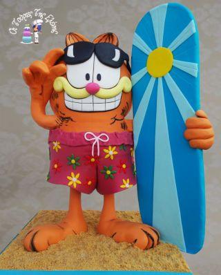 Garfield Gravity Cake Height 50 cm - cake by Moustoula Eleni (Alchemists of cakes) - CakesDecor #gravitycake