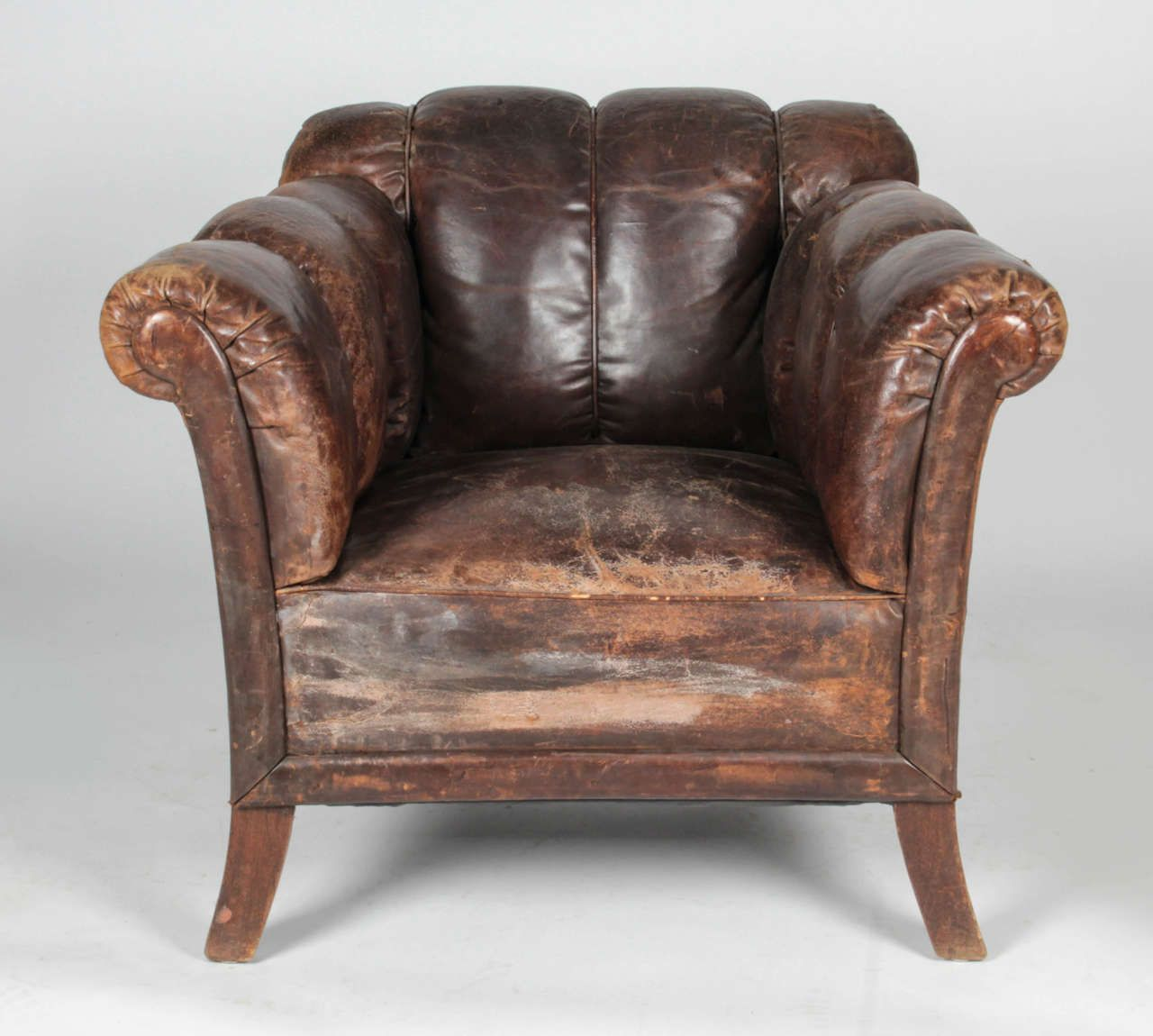 Best 20Th C Distressed Vertical Tufted Leather Club Chair 400 x 300