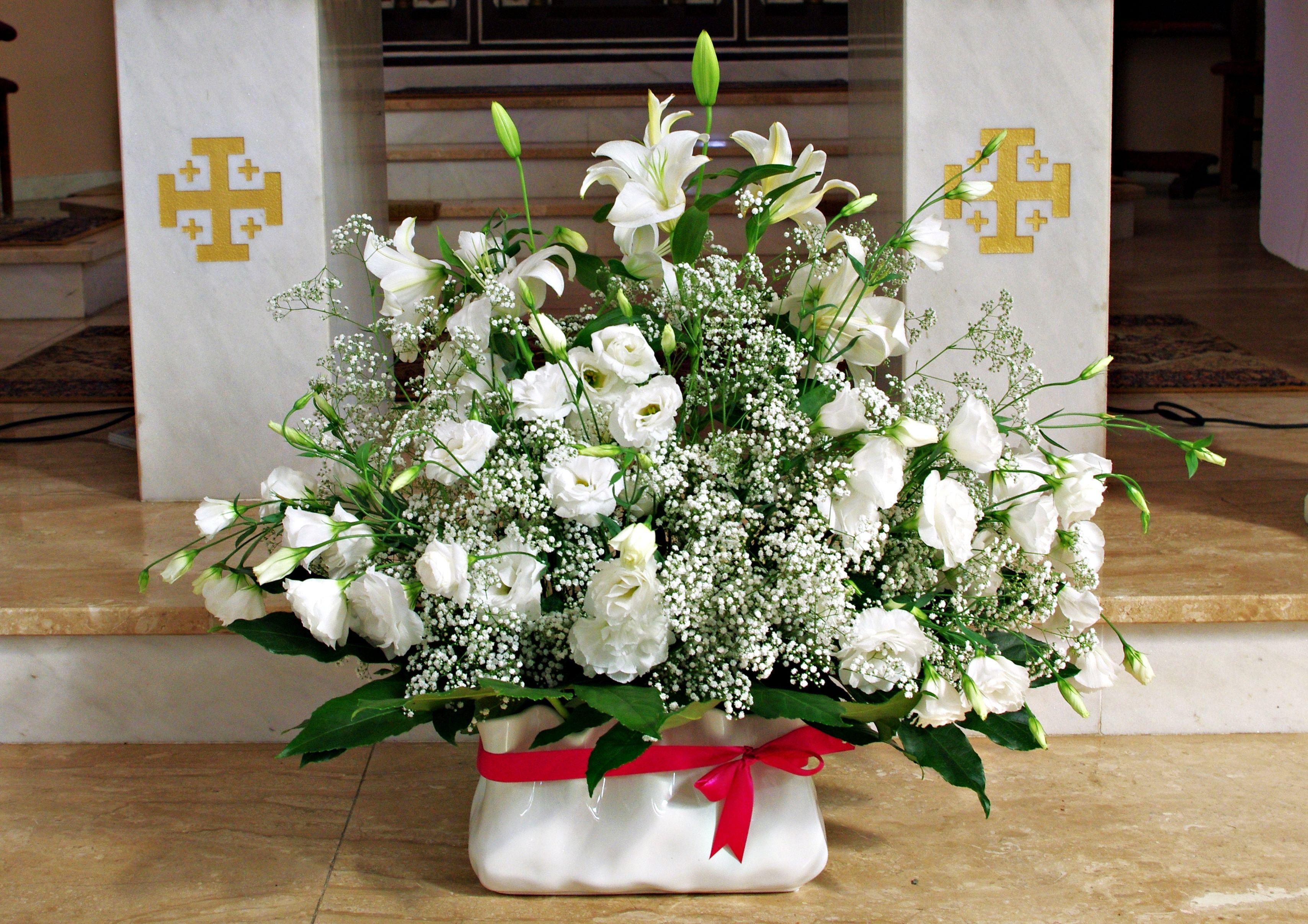 Gipsowka I Eustoma Dekoracja Kosciola Kwiaty Table Decorations Cascade Bouquet Decor