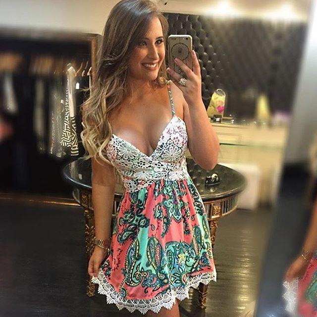 Apaixonada por esse lindo vestido floral com detalhe em Guipir ! Já está  disponível em nosso loja virtual www.boutiqueflordocaribe.com.br ✔️Enviamos para todo Brasil ✔️Frete grátis acima de 450,00 ✔️Parcelamos em até 6x sem juros