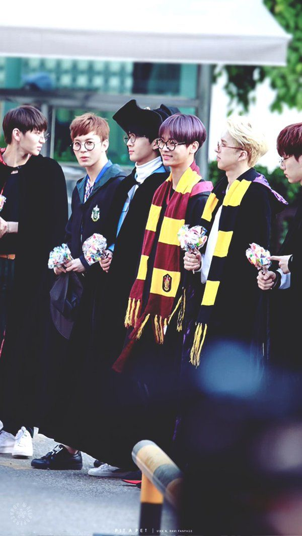 Idk What Hakyeons Doin In A Gryffindor Scarf Since Hes The Definition Of Slytherin But Ok