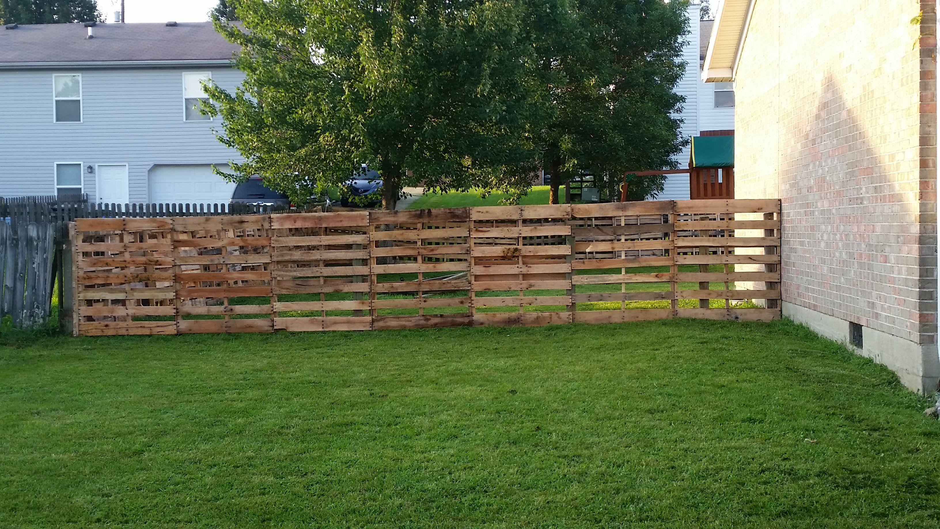 Pallet Fence 1001 Pallets Diy Backyard Fence Backyard Fences Backyard