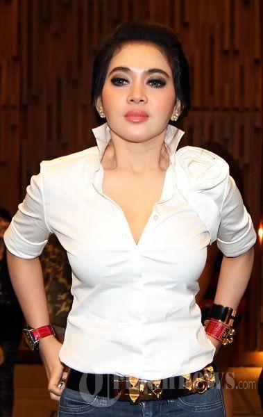 Syahrini Wanita Aktris Artis