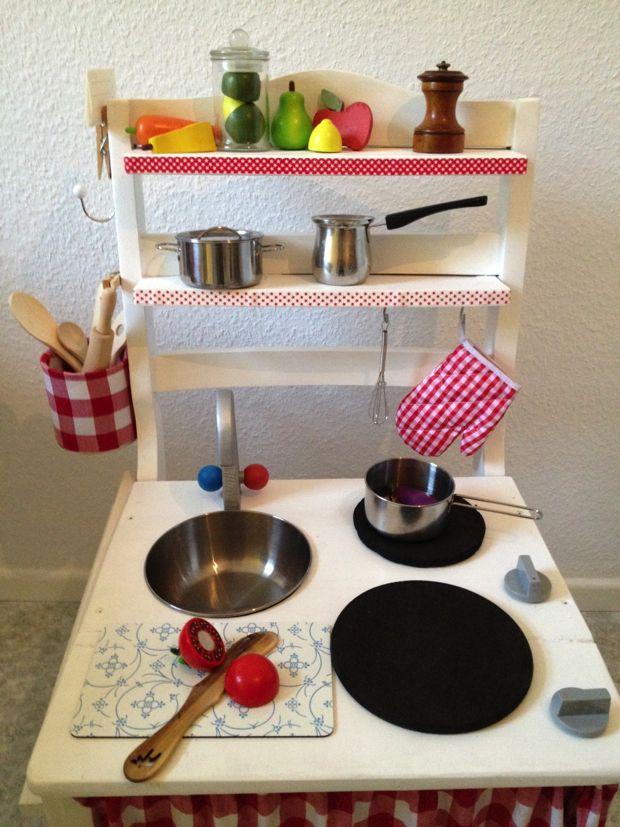 Eine Kinderküche aus einem alten Stuhl… | Alte stühle, Kinderküche ...